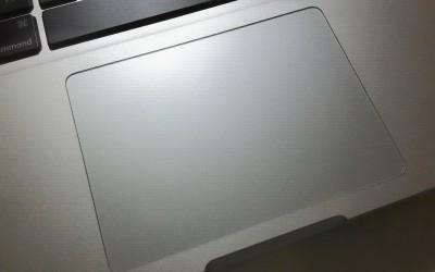 為什麼一接上外接鍵盤,我的觸控板失效了?